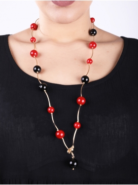 Collier à perles noires, rouges