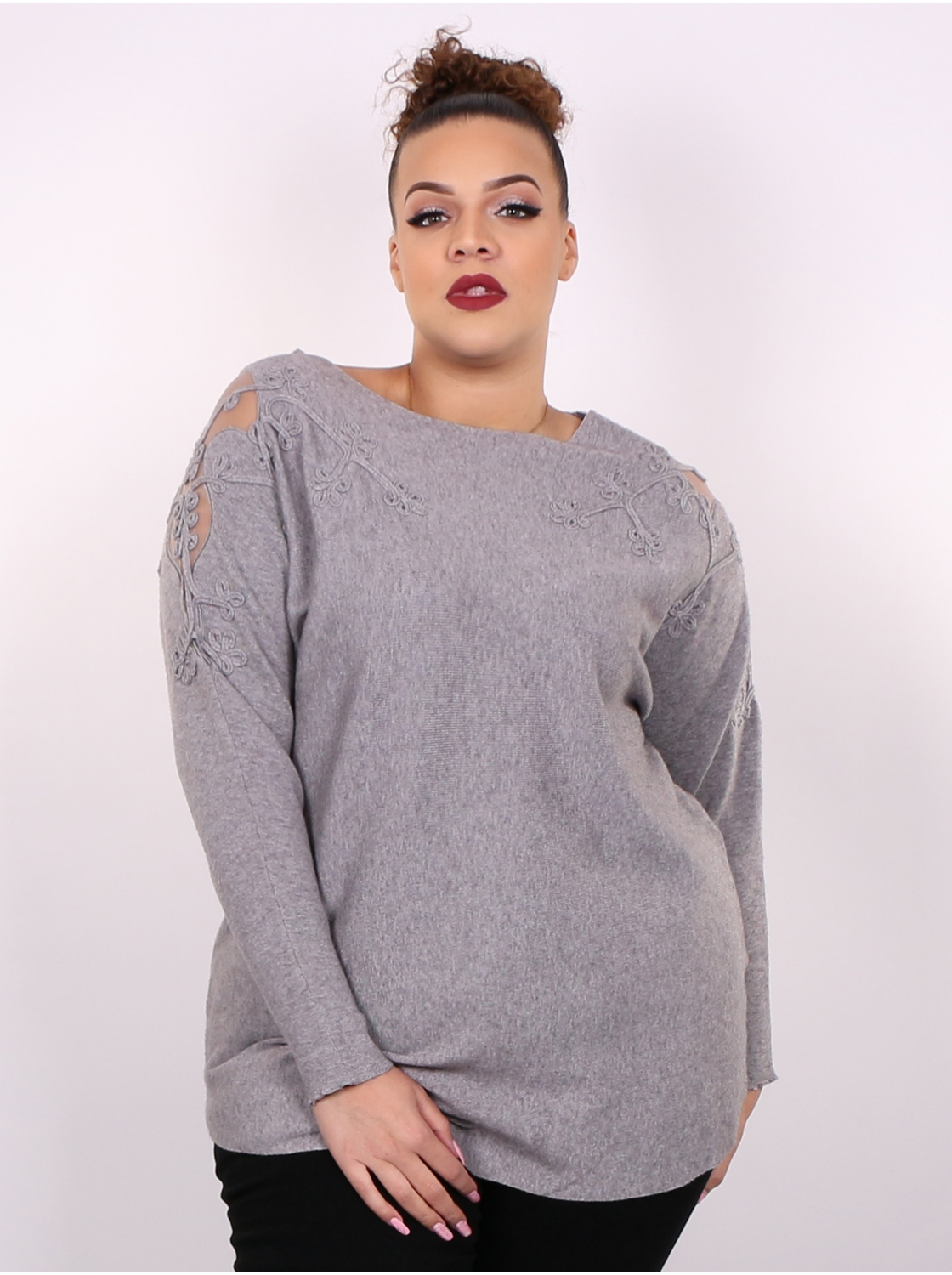 Pull broderie gris