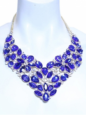 Collier aspect diamant violet